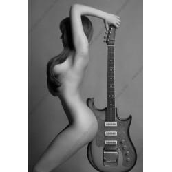 Mural erótico con guitarra