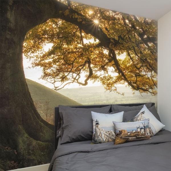 Mural decorativo bajo el árbol