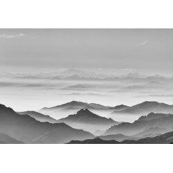 Mural de niebla en las montañas