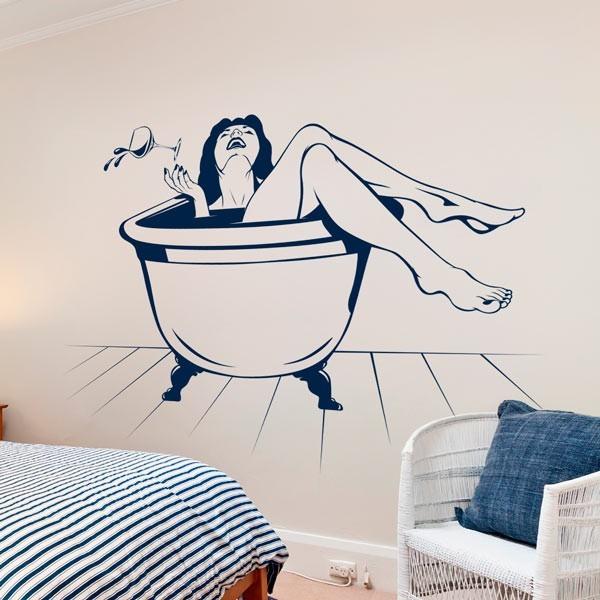 Vinilo decorativo chica en el baño