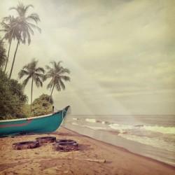 Fotomural de barca en la playa