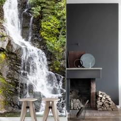 Mural cascada y vegetación
