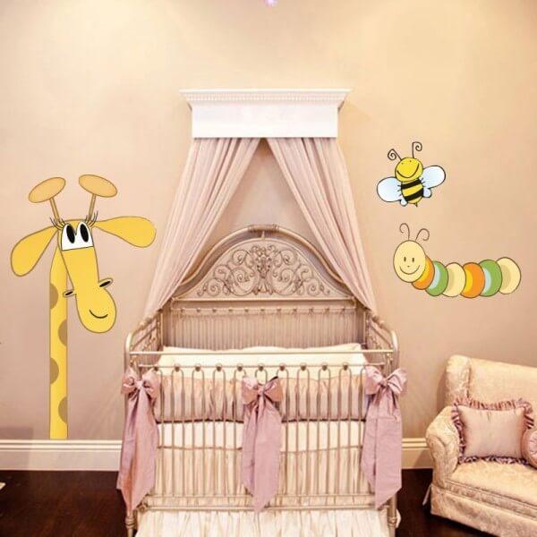 Vinilo bebé jirafa y sus amigos